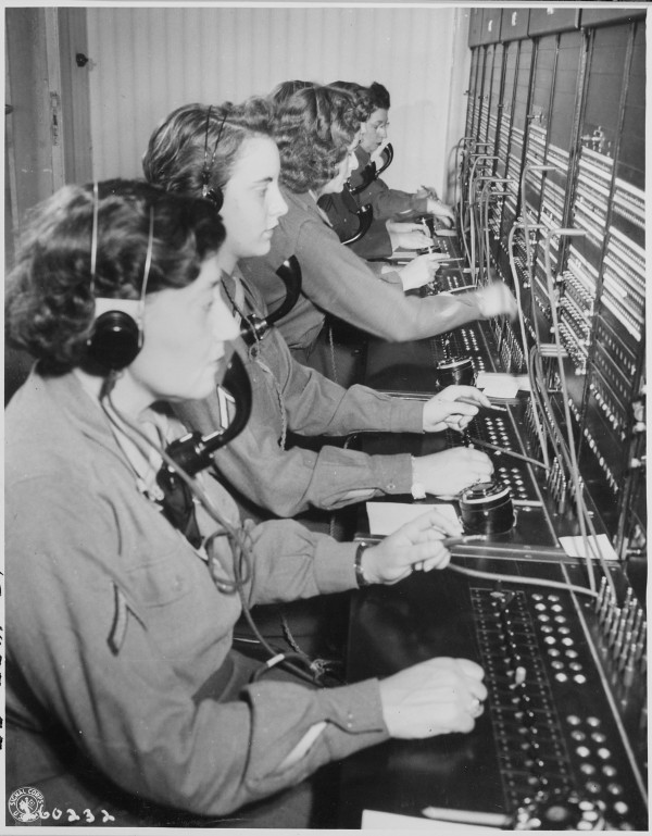 WAC_telephone_operators_operate_the_Victory_switchboard_during_the_Potsdam_Conference_in_their_headquarters_in..._-_NARA_-_199007