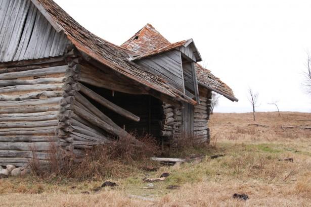 abandoned-farm-house-dovetail-1414511534wf6